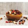 Lahodný křupavý mix sušeného ovoce a výběru těch nejlepších ořechů vmalém praktickém balení, který se vyplatí mít vždy po ruce, když vás přepadne mlsná.